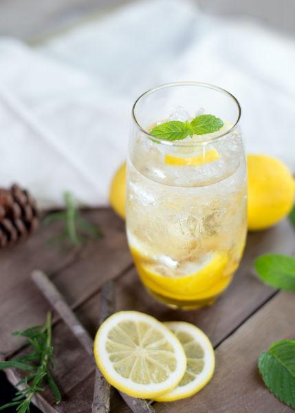 Can cats drink lemonade?