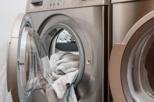 Does pet dander stay in washing machine?